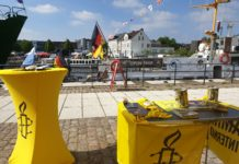 Informationsstand von Amnesty International Harburg